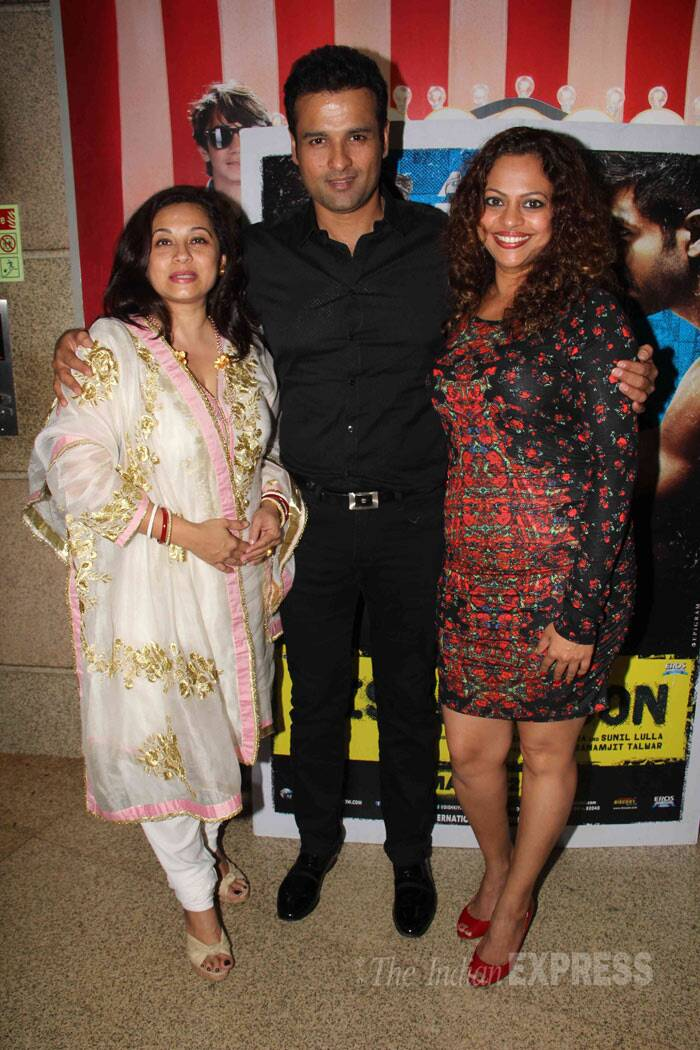Rohit Roy is a ladies man - seen here with his wife Mansi Joshi Roy and a friend. (Photo: Varinder Chawla)