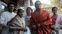 Raj Thackeray plays host to Lata Mangeshkar, Sachin Tendulkar