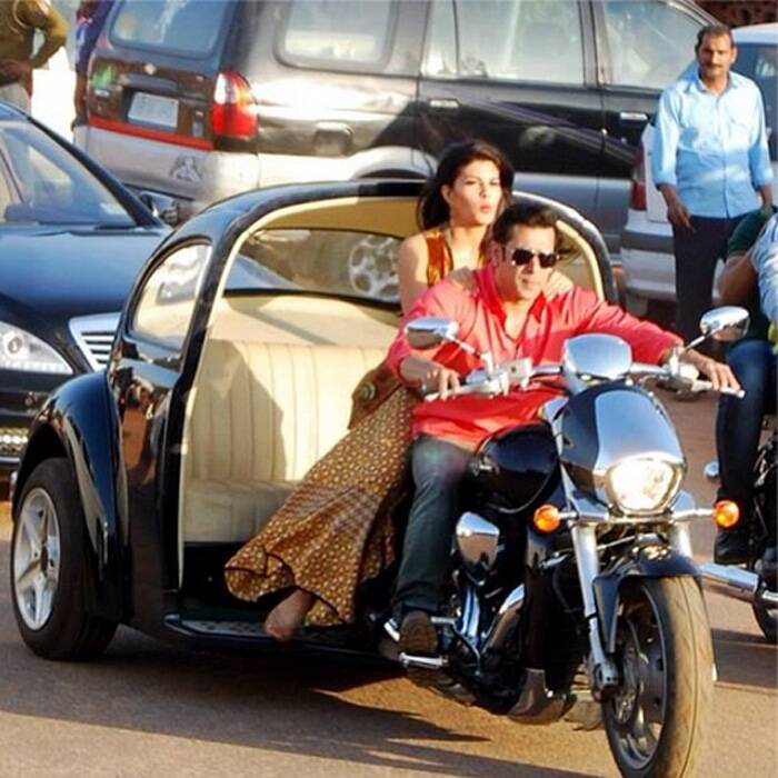 Bollywood superstar Salman Khan was spotted shooting for his upcoming film 'Kick' with Sri Lankan beauty Jacqueline Fernandez. The duo were spotted on a unique bike attached to the backseat of a vintage car! While Salman Khan was smart in red shirt and jeans, Jacqueline is sporting a flare skirt and kurti! The bike-car however steals the attention!