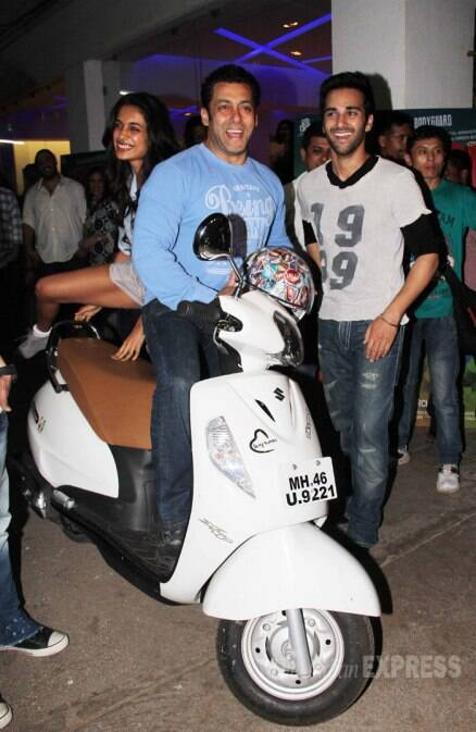 O Teri! Salman Khan takes Sarah Jane for a scooter ride