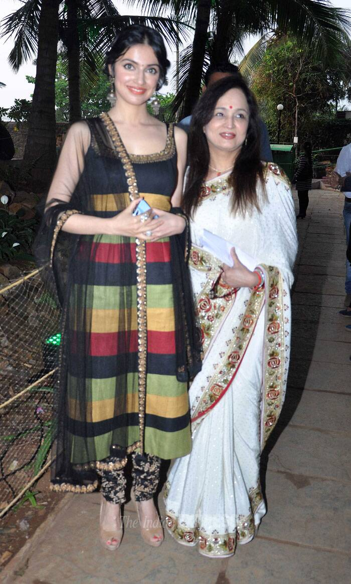 'Yaariyan' director Divya Khosla Kumar was pretty in a churridar suit as she posed with Smita Thackeray for a picture. (Photo: Varinder Chawla)