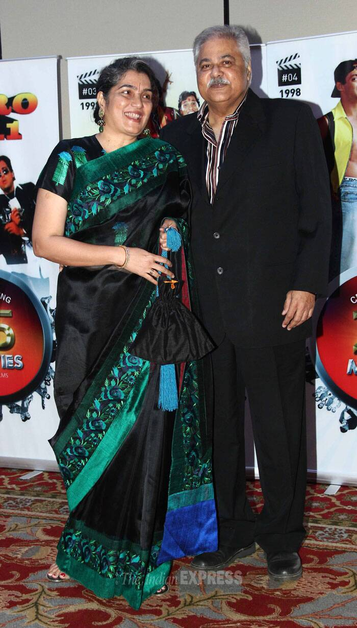 Satish Shah poses with wife. (Photo: Varinder Chawla)