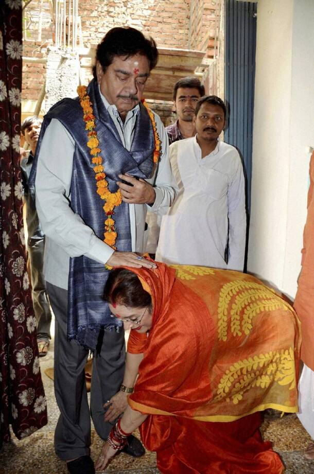 Kirron Kher, Shatrughan Sinha file nomination papers for Election 2014