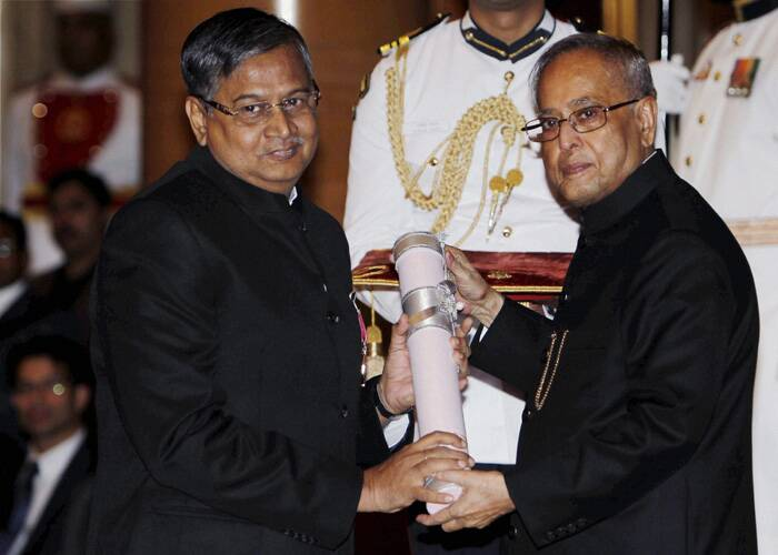 President Pranab Mukherjee presents Padma Shri award to Sekhar Basu, Director of Bhabha Atomic Research Center (BARC). (PTI)