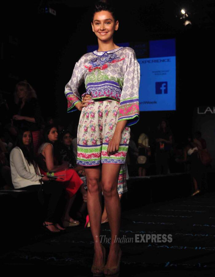 Looks like Shibani Dhandekar is cheering for the same collection as Lauren. (Photo: Varinder Chawla)
