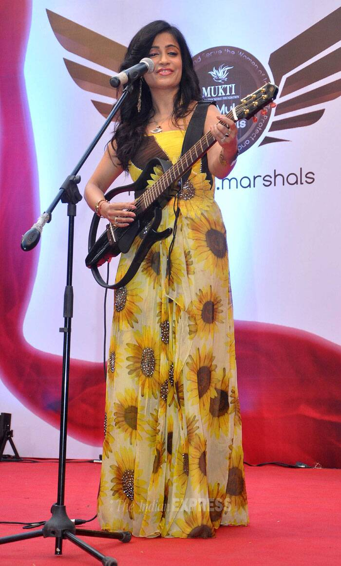 Singer Shibani Kashyap serenaded the audience with her songs. (Photo: Varinder Chawla)
