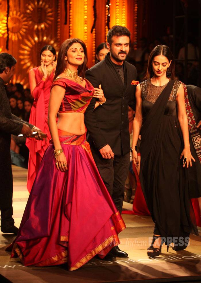 Shilpa Shetty along with her 'Dishkiyaoon' actors Harman Baweja and Ayesha Khanna walked the ramp for designer Tarun Tahiliani at the Wills Lifestyle India Fashion Week autumn-winter 2014 on Wednesday (March 26) . (IE Photo: Amit Mehra)
