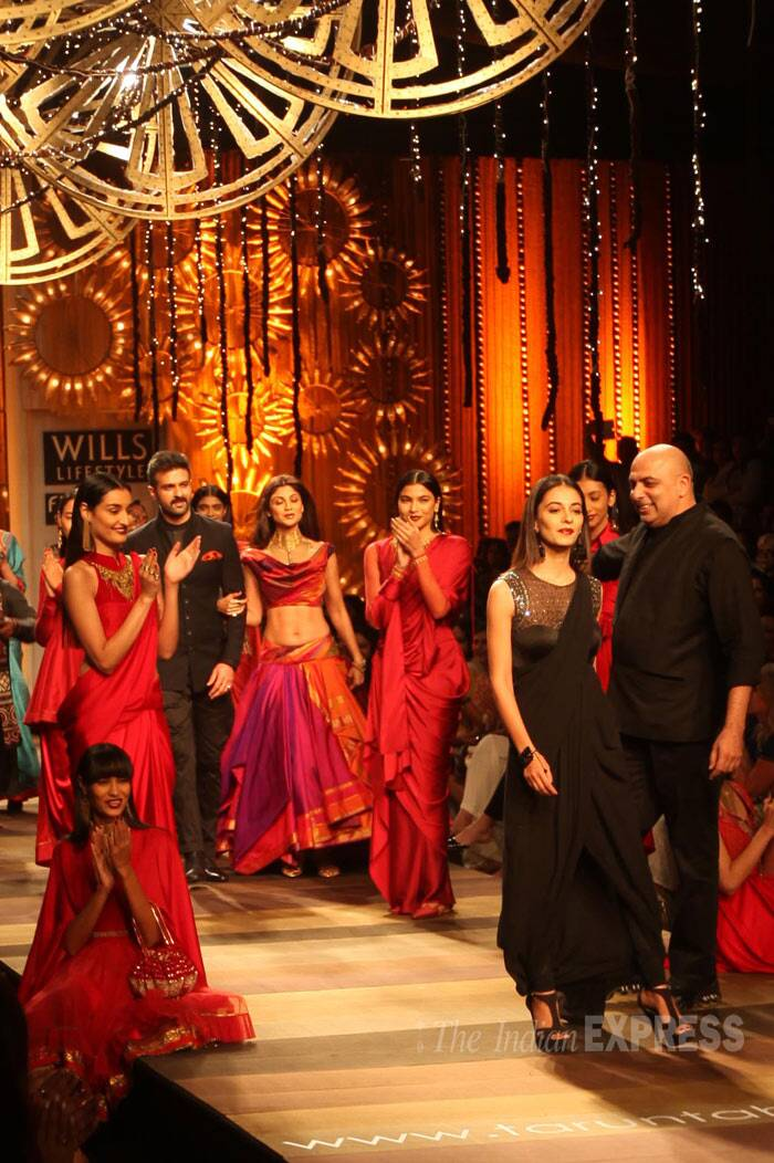 Shilpa Shetty and Harman Baweja make their way on the ramp arm-in-arm. While Tarun stands with Ayesha, who was dressed in black. (IE Photo: Amit Mehra)