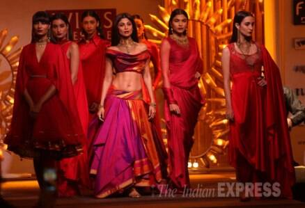 Shilpa Shetty walks the ramp with Dishkiyaoon's Harman Baweja, Ayesha Khanna