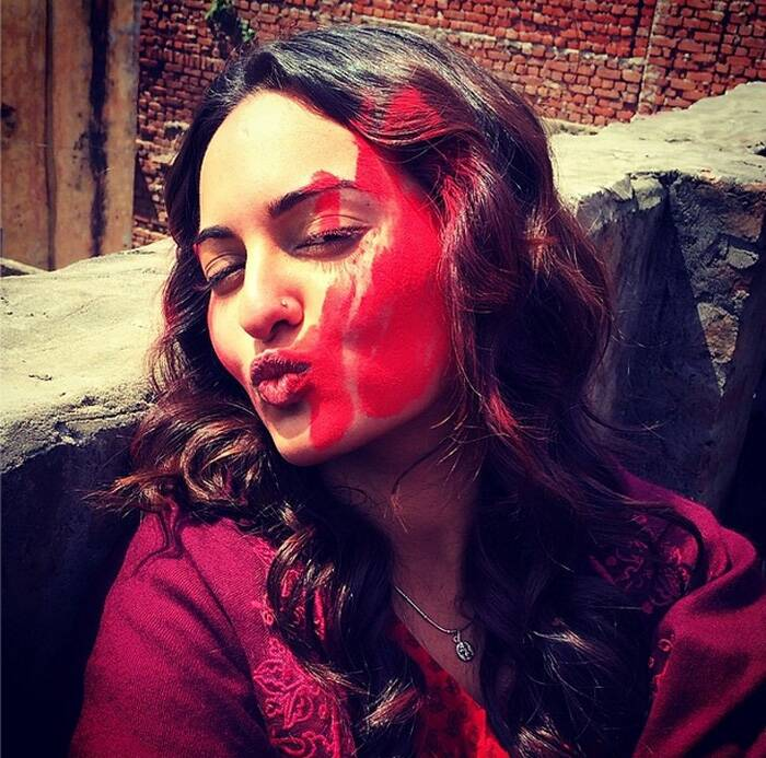 Sonakshi Sinha also smeared gulaal on her cheeks for a festive click.