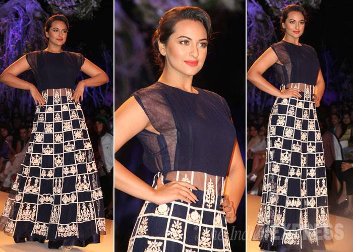 Sonakshi Sinha turned showstopper for Manish Malhotra looking pretty in a sheer monochrome creation. (IE Photo: Dilip Kagda)