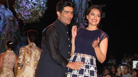 Sonakshi Sinha turned showstopper for ace designer Manish Malhotra. L(IE Photo: Dilip Kagda)