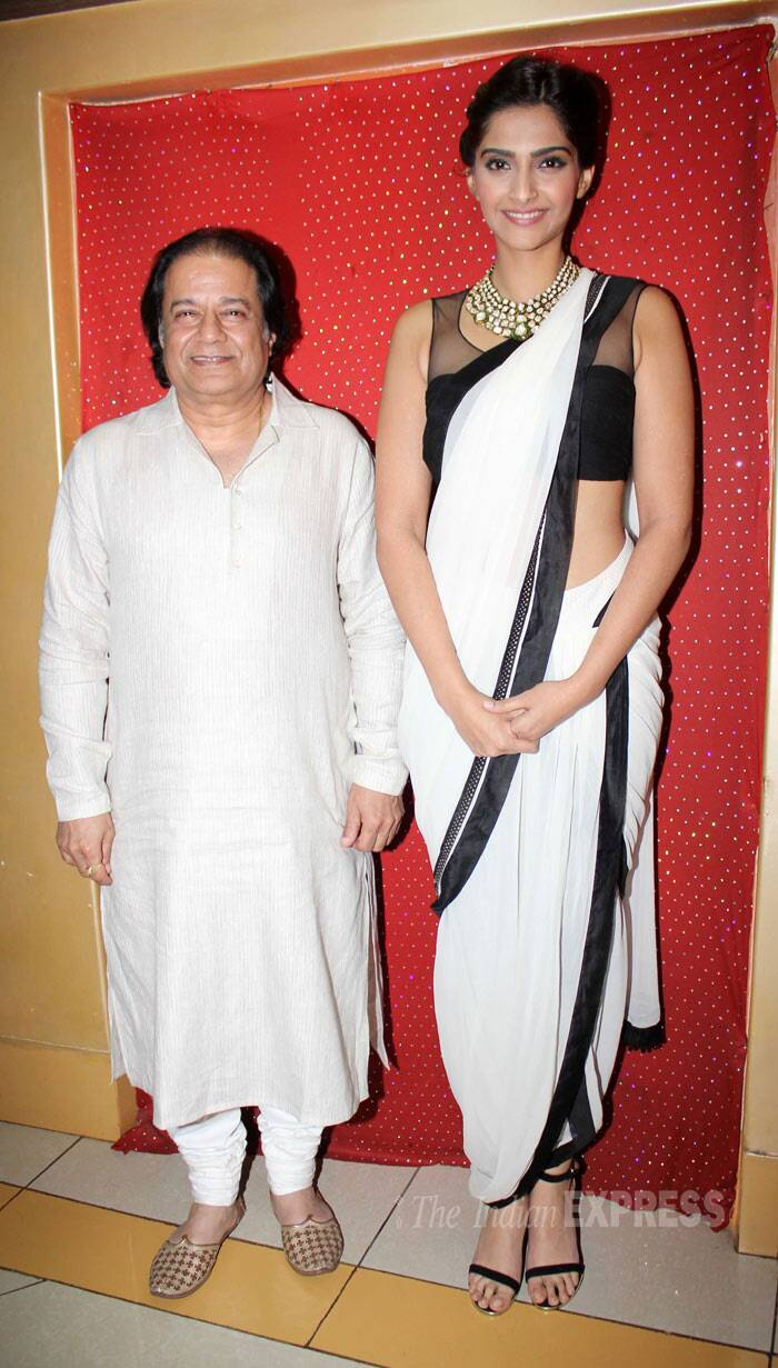 Man of the hour Anup Jalota poses with dainty Sonam Kapoor. (Photo: Varinder Chawla)