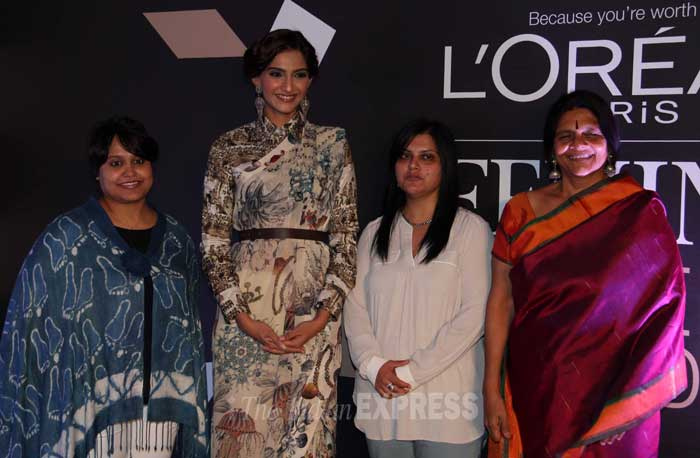 Sonam poses for a group picture. (Photo: Varinder Chawla)