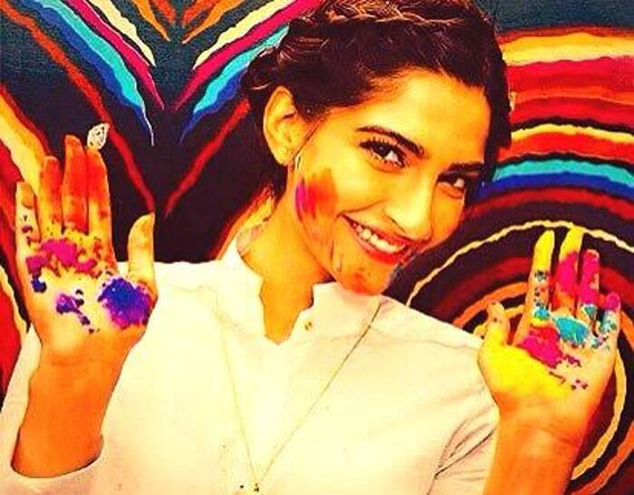 Sonam Kapoor is still pretty as she shares a Holi-mood picture with her fans and greeting them on the festival.