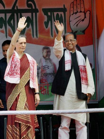 "Sonia attacks BJP for ""talking big"" in Assam rally"