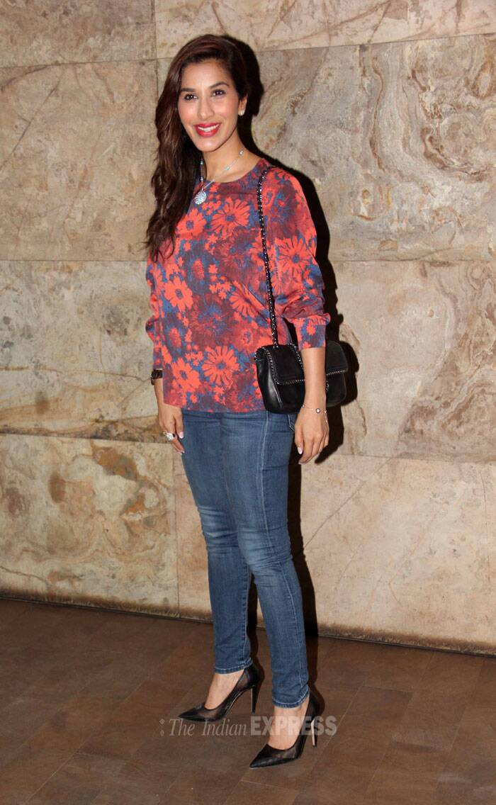 Actress Sophie Choudry was casual in a floral blouse, skinny jeans and stilettos. (Photo: Varinder Chawla)