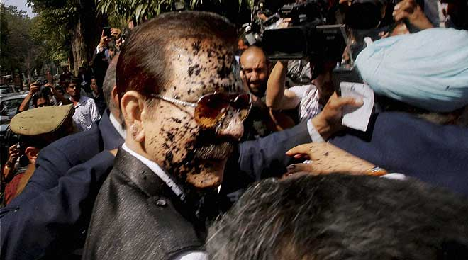 Sahara chief Subrata Roy faces ink attack