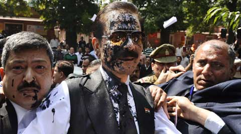Subrata Roy was attacked with ink by a man as he was being brought for production in court. (AP Photo)