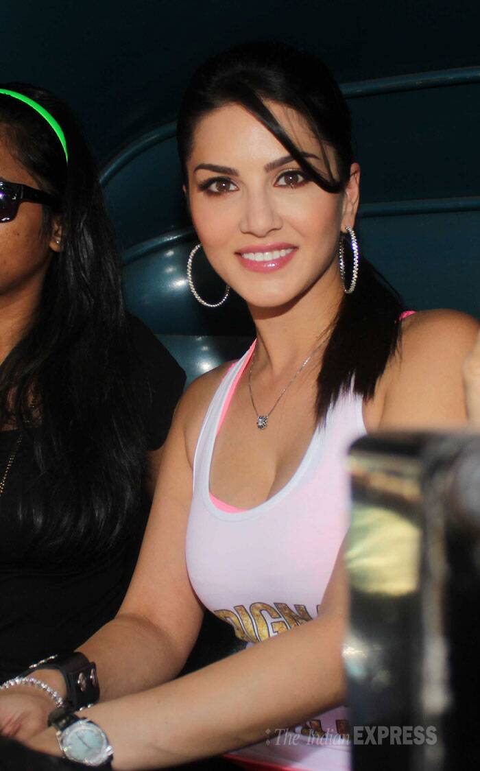 Actress Sunny Leone was all smiles as she took an auto rickshaw ride as part of her promotional campaign for 'Ragini MMS'. (Photo: Varinder Chawla)