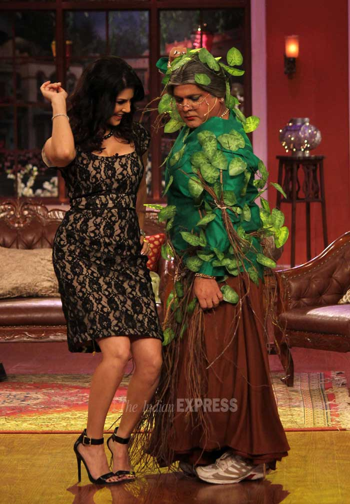 Sunny Leone shakes a leg on the stage along with Ali. (Photo: Varinder Chawla)