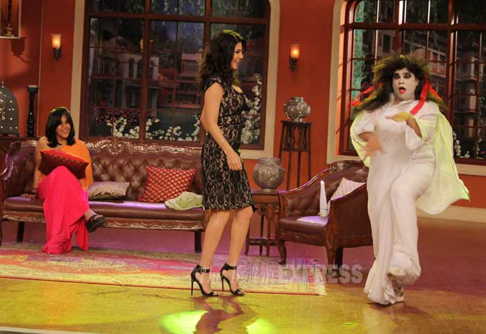 Sunny Leone and Ekta are amused as funnyman Kiku Sharda  makes an entrance dressed as a ghost. (Photo: Varinder Chawla)