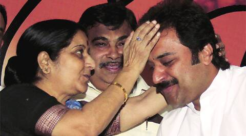 Sushma Swaraj, then BJP chief Nitin Gadkari with Kuldeep Bishnoi in 2011.