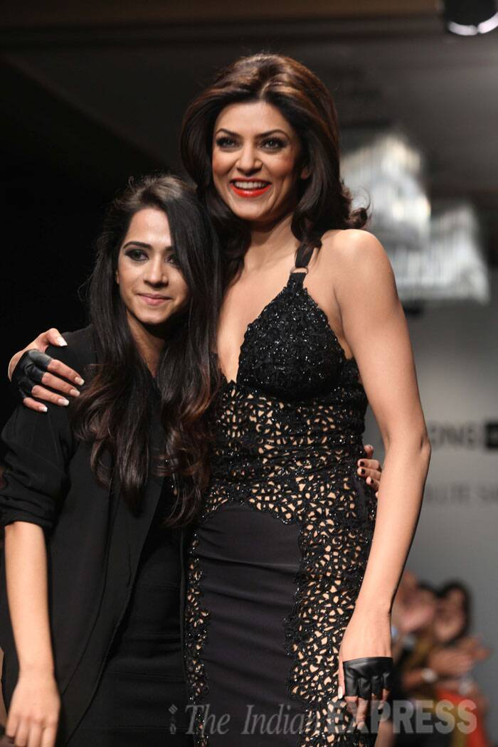 Sushmita returs to the ramp with designer Kresha Bajaj. (IE Photo: Dilip Kagda)