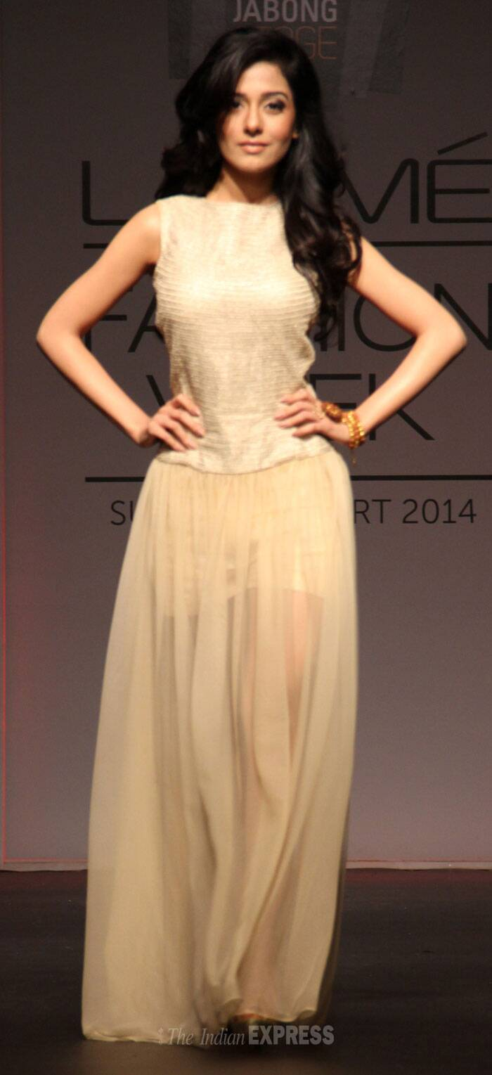 Actress Amrita Rao was pretty as she walked for label SVA. (Photo: Varinder Chawla)