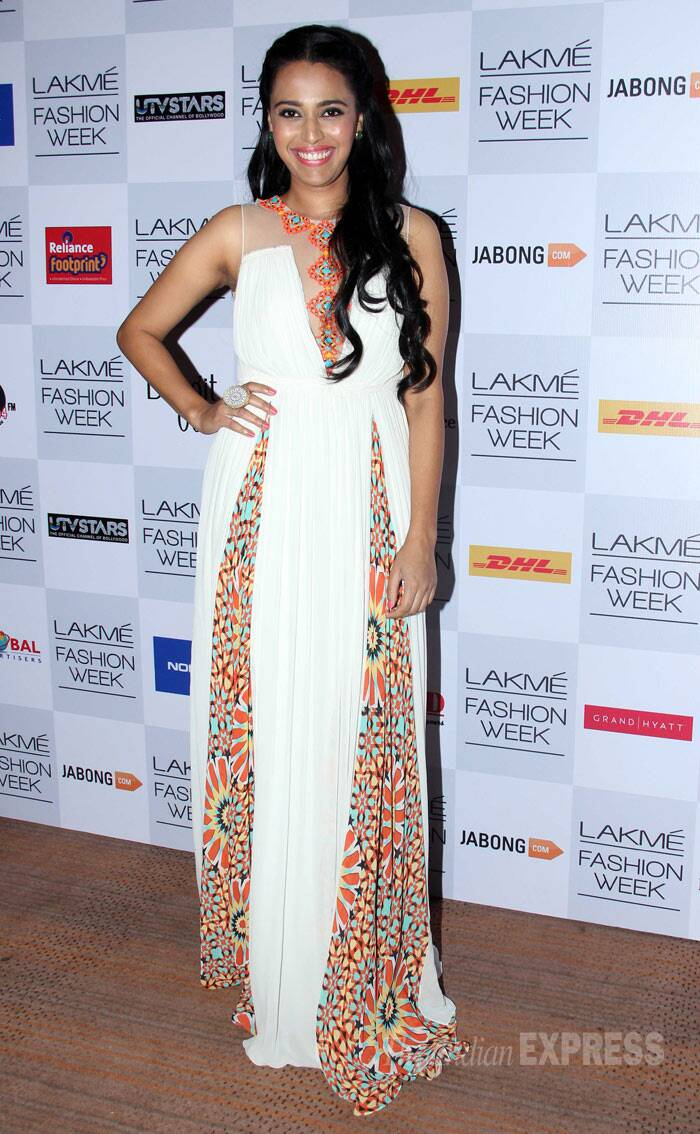 'Raanjhana' actress Swara Bhaskar flashes a wide smile as she poses for the cameras. (Photo: Varinder Chawla)