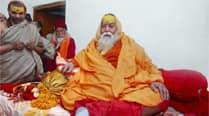 Dwarka seer fumes over 'Har Har Modi' slogan; complains toRSS