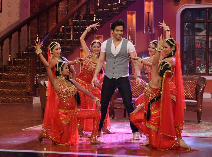 Tusshar seems mesmerized as the pretty ladies surround him. (Photo: Varinder Chawla)