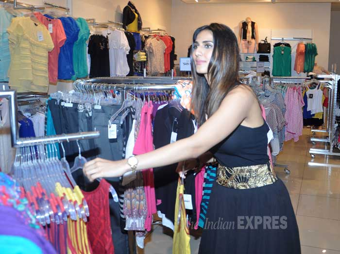 The actress was seen checking out the clothes as well. (Photo: Varinder Chawla)