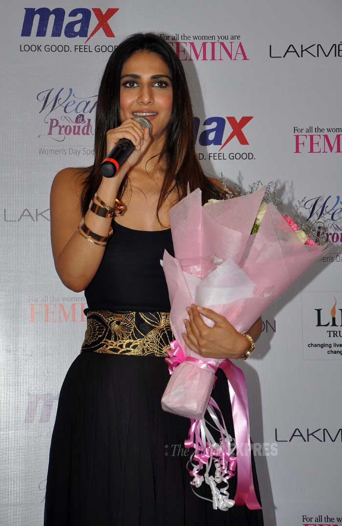 Vaani says a few words as she holds on to her floral welcome. (Photo: Varinder Chawla)