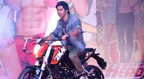 Watch: Varun Dhawan throw tantrums on the sets of 'Main Tera Hero'