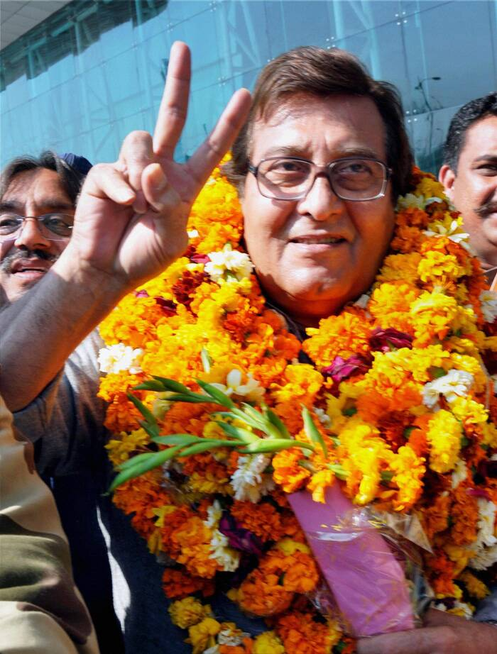 Ahead of his poll campaign Bollywood actor-turned-politician and former MP Vinod Khanna sought blessings from the almighty at the Golden temple for a victory at the hustings. (PTI)