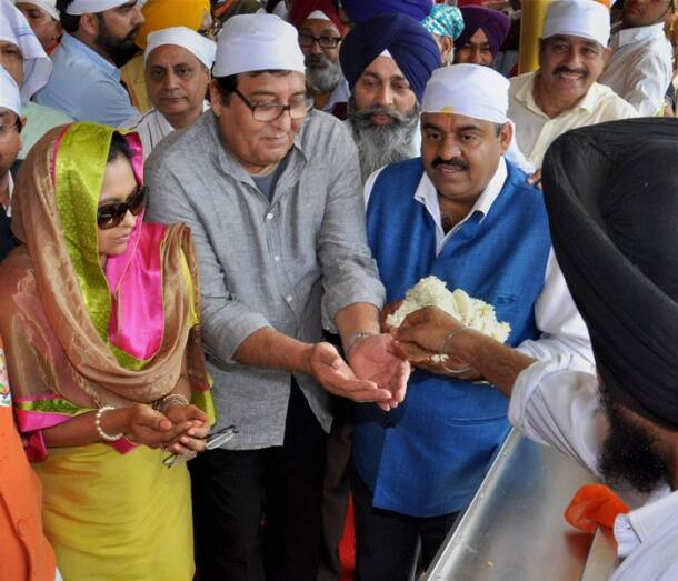 Vinod Khanna visits Golden Temple to seek blessings