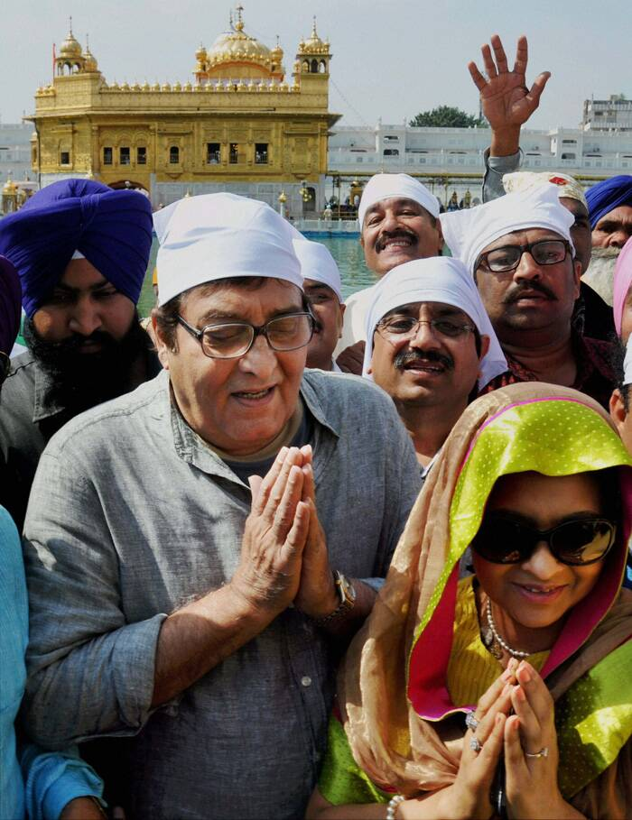 Vinod Khanna who is BJP candidate from Gurdaspur Lok Sabha seat, first preferred to visit the Golden Temple and paid obeisance in the sanctum sanctorum along with local BJP leaders besides senior SGPC functionaries and his wife Kavita. (PTI)