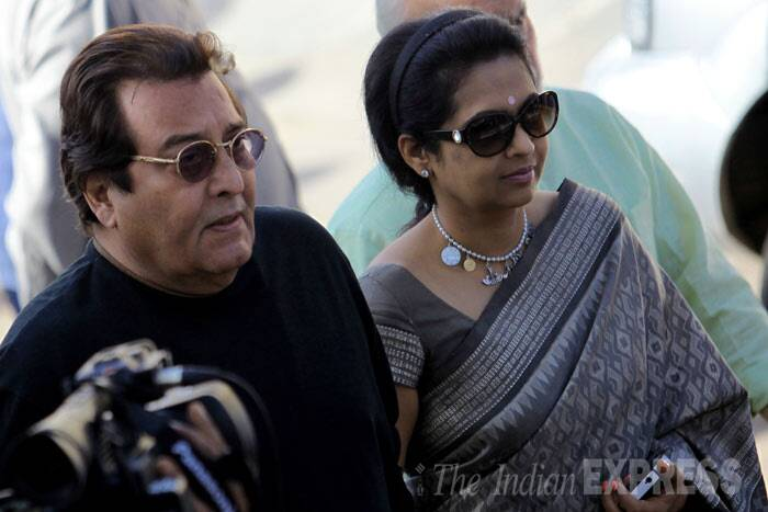 Vinod Khanna along with his wife Kavita at the cremation ground. (IE photo: Ravi Kanojia)