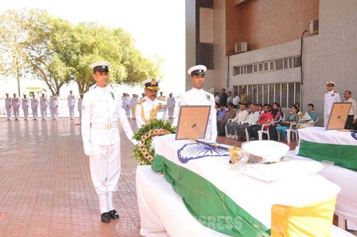 Munwal's father and brother, as also his fiancee Mishtu Chawala, were present in the crematorium. Chawala said she had spoken to Munwal some days before he went on the mission. (IE Photo)
