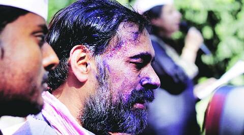 Disgruntled Aam Aadmi Party worker smears ink on Yogendra Yadav's face