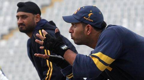 Yuvraj Singh (R) scored a frustrating 21-ball 11 in the ICC World Twenty20 final against Sri Lanka on Sunday (File)