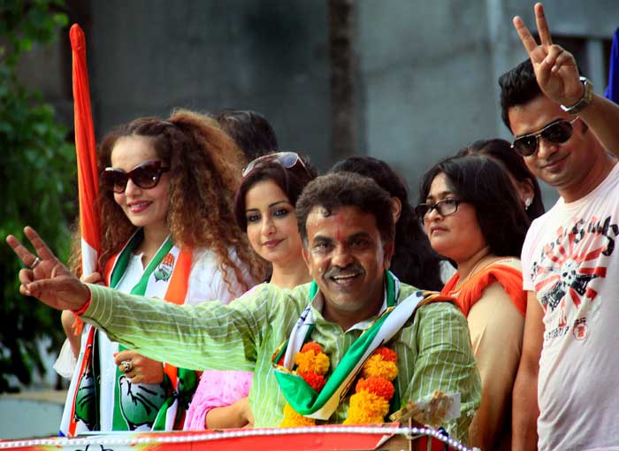 Congress candidates Sanjay Nirupam, Madhusudan Mistry hold roadshows in respective constituencies
