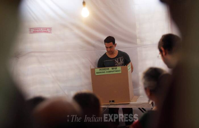 AAmir cast his vote. (IE Photo: Pradip Das)