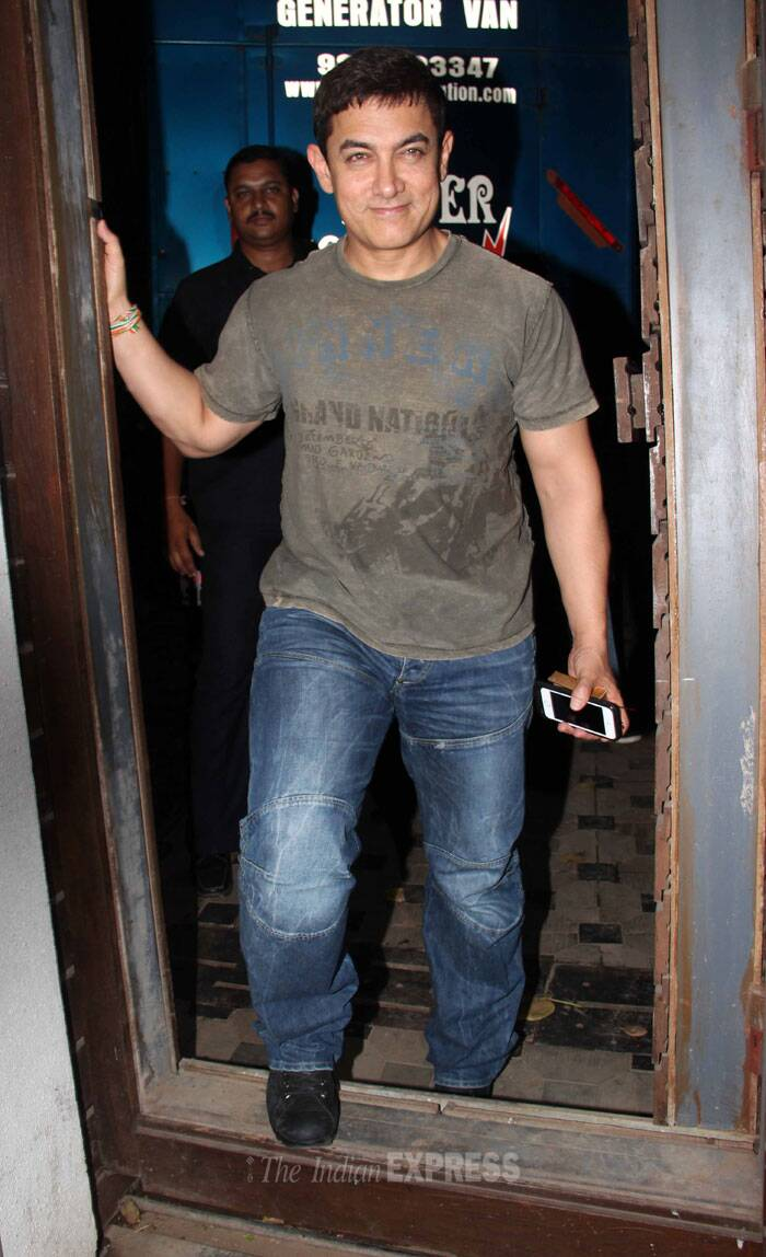 Imran Khan's uncle Aamir arrived from the trailer launch of Tiger Shroff's 'Heropanti' looking casual in a tee shirt and denims. (Photo: Varinder Chawla)