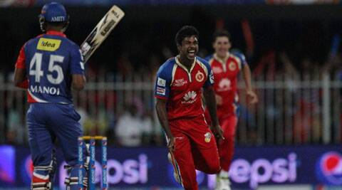 Aaron bowled with a lot of fire and made the going tough for the Daredevils batsmen. (IPL/SPORTZPICS)