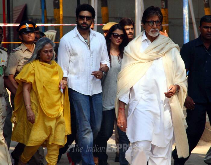 Bollywood's first family cast their vote a few few hours before the Lok Sabha Polls in Maharashtra are scheduled to end. (IE Photo: Amit Chakravarty)