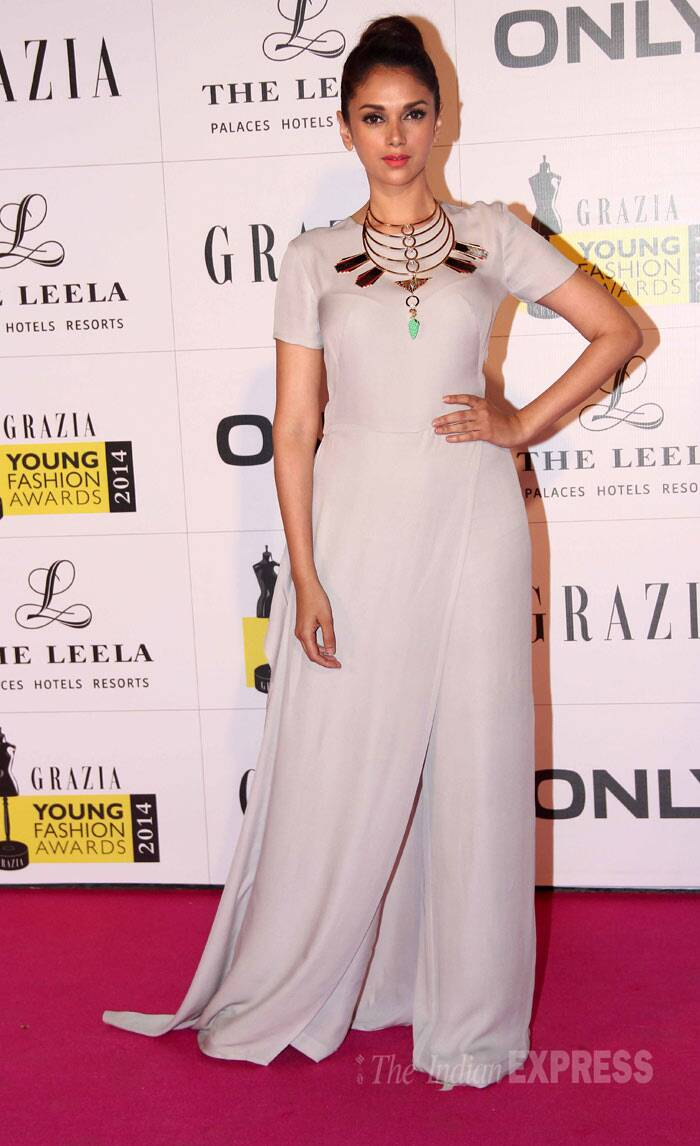 'Murder 3' actress Aditi Rao Hydari, who has been winning our hearts with her choice of dressed, was stunning in a dove grey Gauri and Nainika jumpsuit. She also opted for a top knot like Sophie. (Photo: Varinder Chawla)