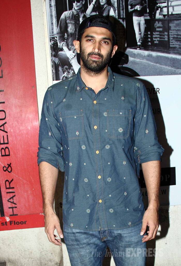 'Aashiqui 2' actor Aditya Roy Kapur poses for a picture sans girlfriend Shraddha. (Photo: Varinder Chawla)