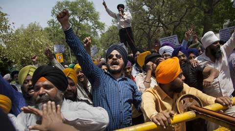 Sikh protestors shout slogans near a police barricade during a protest against Congress party leader and former chief minister of Punjab state Captain Amarinder Singh for his recent remarks on the country's 1984 anti-Sikh riots. (AP Photo)
